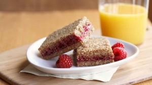 Healthy Breakfast Bar Recipe: Whole Grain Raspberry Breakfast Bars