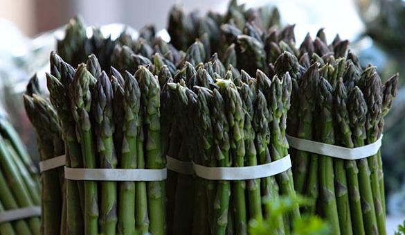 Farmers-Market-Asparagus