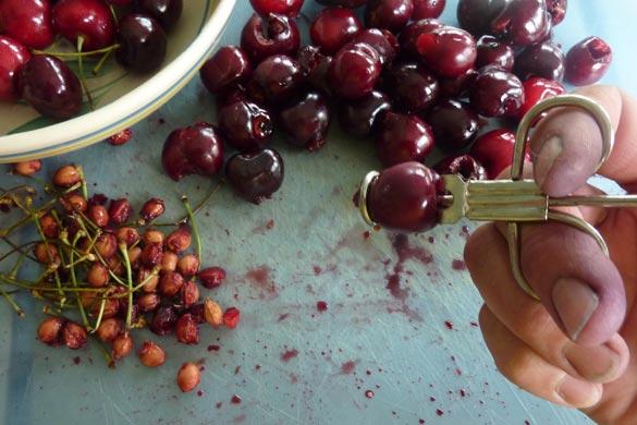 pitting-cherries-585