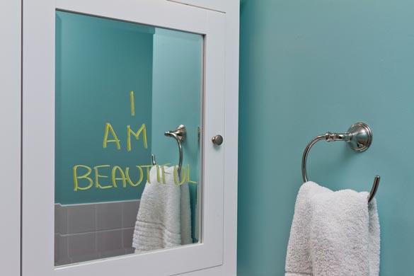 mirror-585