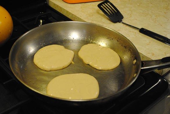 high-protein-pancake-mix-cooking