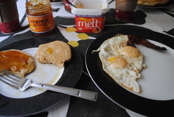 high-protein-pancake-mix-eggs-bacon