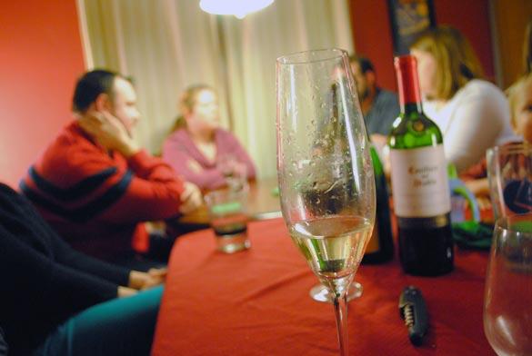 friend-feast-champagne