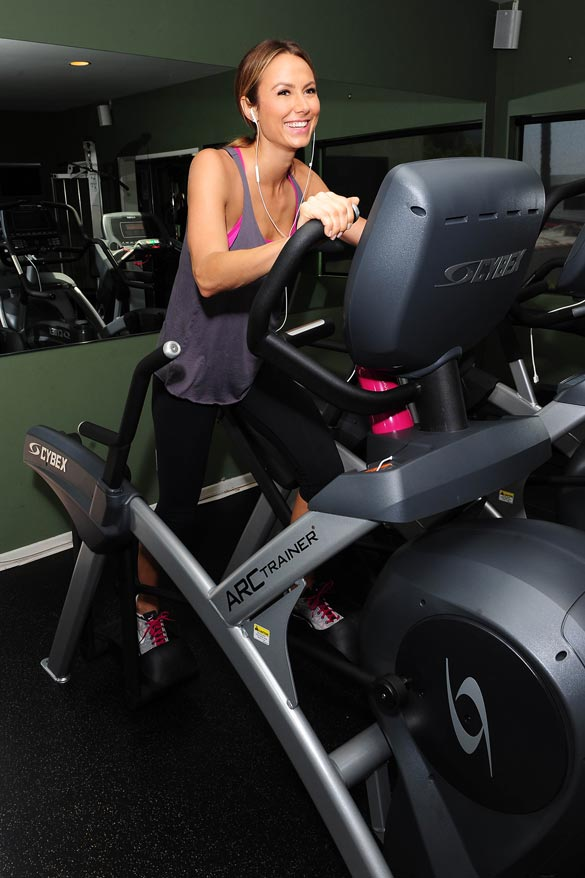 Stacy-Keibler-arc-trainer