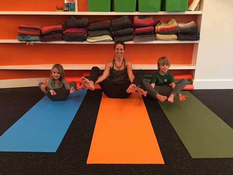 yoga-poses-for-kids-partner-flower